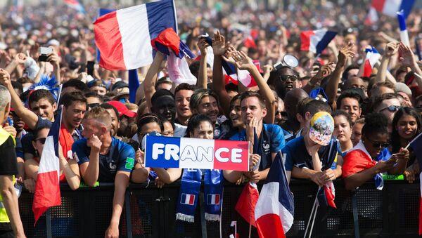 Paris vinh danh chiến thắng của Pháp tại World Cup 2018 - Sputnik Việt Nam