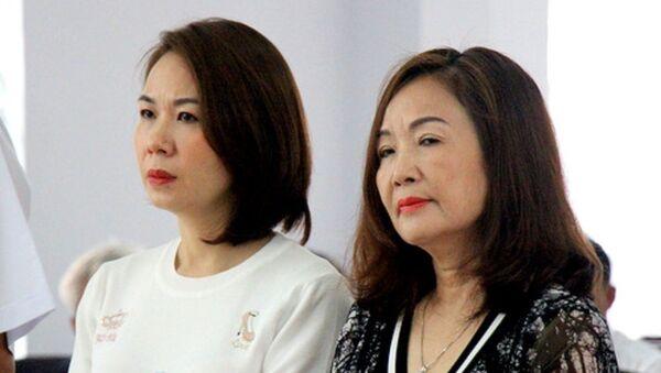 Bị cáo Ngô Thị Minh Phượng (bên phải). - Sputnik Việt Nam