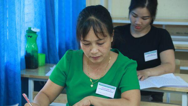 Cán bộ chấm thi THPT quốc gia tại Hòa Bình - Sputnik Việt Nam