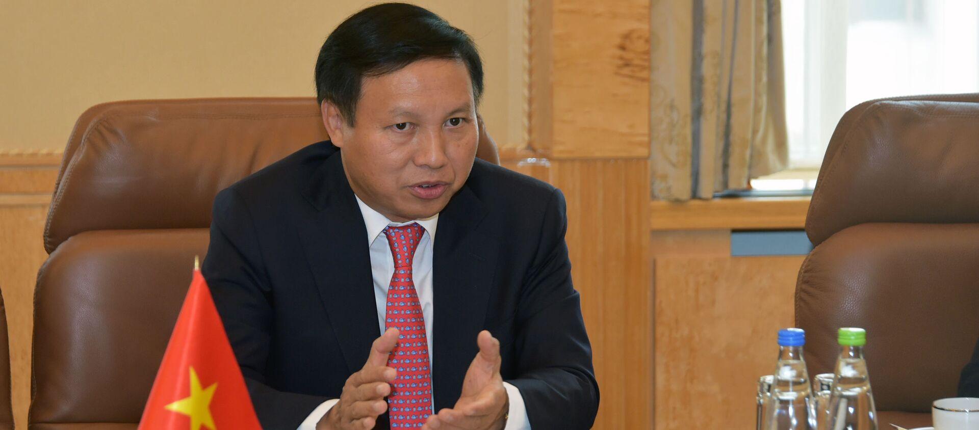 Đại sứ nước Cộng hoà xã hội chủ nghĩa Việt Nam tại Liên bang Nga Ngô Đức Mạnh tại cuộc gặp với Tổng thống Tatarstan Rustam Minnikhanov - Sputnik Việt Nam, 1920, 12.09.2019