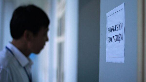 Không rõ vô tình hay cố ý, đúng thời điểm tiến hành quét bài thi trắc nghiệm tại Hà Giang, 2 thanh tra do Bộ GD-ĐT điều động từ Trường ĐH Tân Trào đã tự ý vắng mặt. - Sputnik Việt Nam