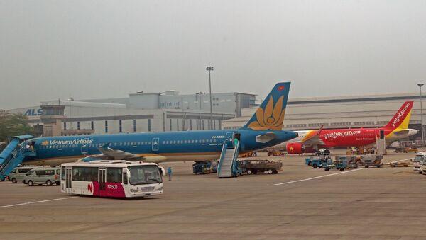 Máy bay Việt Nam Airlines và VietJet Air tại sân bay  - Sputnik Việt Nam