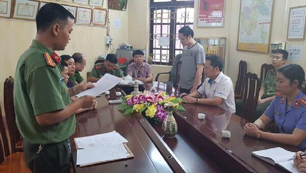 Cơ quan An ninh điều tra - Công an tỉnh Hà Giang đã tống đạt các quyết định khởi tố vụ án, khởi tố bị can đối với ông Vũ Trọng Lương. - Sputnik Việt Nam