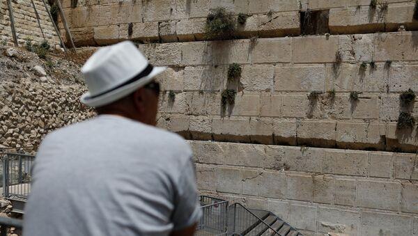 Tảng đá nặng trăm kilôgam rơi ra khỏi bức tường Than khóc ở Jerusalem - Sputnik Việt Nam
