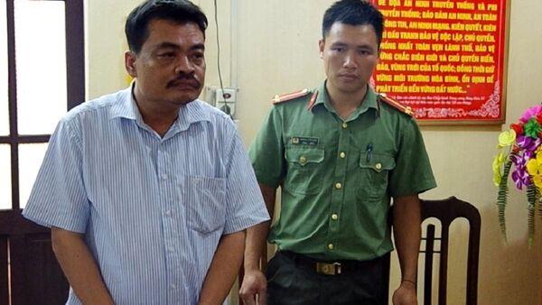 Ông Nguyễn Thanh Hoài tại thời điểm cơ quan công an tống đạt lệnh bắt tạm giam. - Sputnik Việt Nam