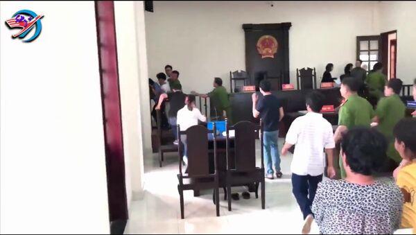 ông Hiền tấn công kiểm sát viên ngay tại phiên toà - Sputnik Việt Nam