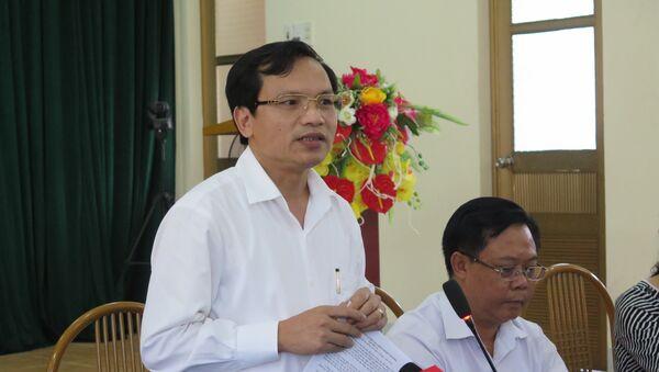 Ông Mai Văn Trinh, Cục trưởng Cục Quản lý chất lượng, Bộ Giáo dục và Đào tạo trả lời câu hỏi của các cơ quan báo chí tại buổi họp báo. - Sputnik Việt Nam