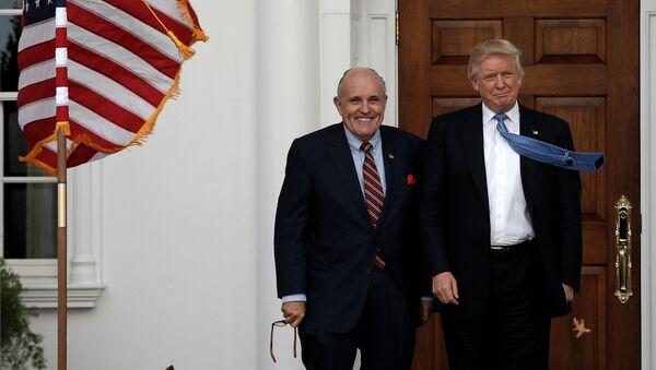 Tổng thống Mỹ Donald Trump với luật sư của mình Rudolph Giuliani - Sputnik Việt Nam
