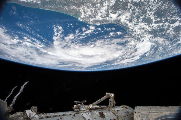 Bão nhiệt đới nhìn từ vũ trụ - Sputnik Việt Nam