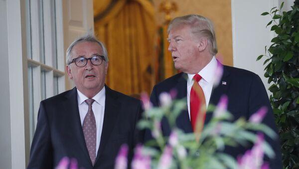 Jean-Claude Juncker và Donald Trump - Sputnik Việt Nam