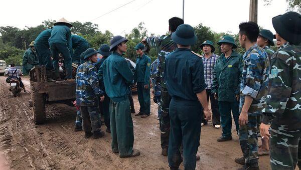 Lực lượng chức năng triển khai đến hiện trường chiếc máy bay Su-22 gặp nạn. - Sputnik Việt Nam