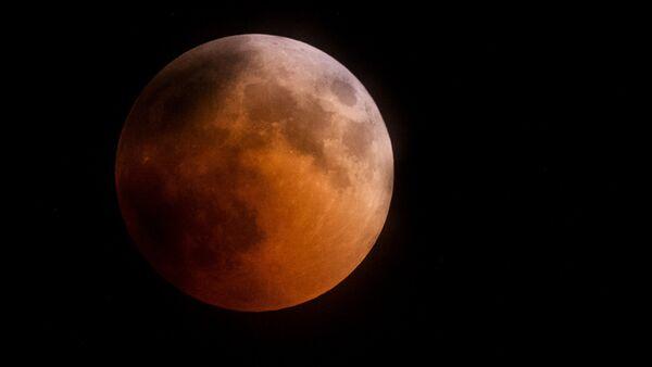 Полное лунное затмение - Sputnik Việt Nam