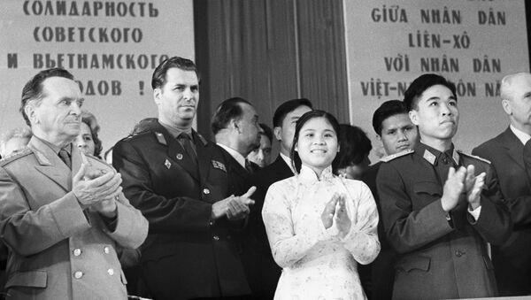 Президиум торжественного собрания, посвященного десятилетней годовщине Общества советско-вьетнамской дружбы (ныне Общество российско-вьетнамской дружбы). - Sputnik Việt Nam