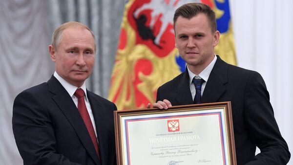 Vladimir Putin và Denis Cherishev - Sputnik Việt Nam