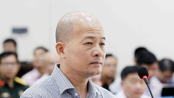 Bị cáo Đinh Ngọc Hệ, nguyên Phó Tổng giám đốc Tổng Công ty Thái Sơn (Bộ Quốc phòng) tại phần kiểm tra căn cước trước Tòa - Sputnik Việt Nam