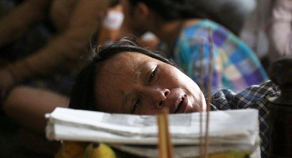 Người thân khóc ngất bên thi thể vợ chồng ông Nguyền