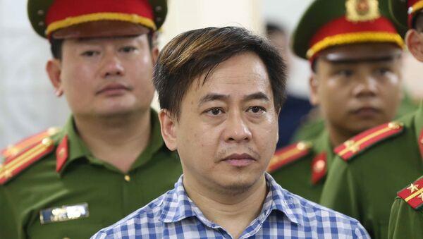 Bị cáo Phan Văn Anh Vũ nghe tòa tuyên án. - Sputnik Việt Nam