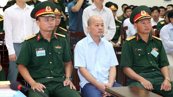 Tiếp tục phiên tòa xét xử sơ thẩm vụ án Đinh Ngọc Hệ cùng các đồng phạm - Sputnik Việt Nam