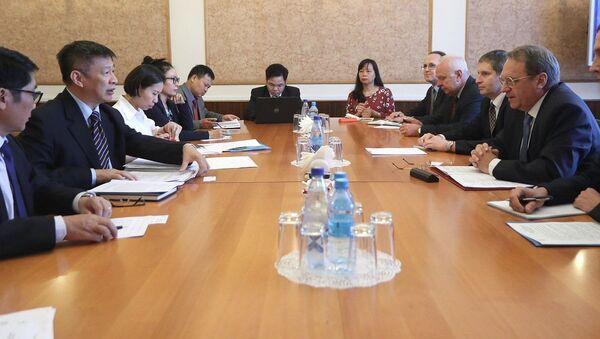 Đặc phái viên của Tổng thống về khu vực Trung Đông và châu Phi Mikhail Bogdanov đã thảo luận vào hôm thứ Ba với Phó trưởng Ban Đối ngoại Trung ương Đảng Cộng sản Việt Nam Nguyễn Tuấn Phong những vấn đề chuẩn bị cho những  tiếp xúc cấp cao sắp tới - Sputnik Việt Nam