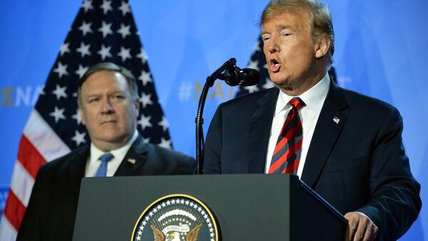 Donald Trump và Mike Pompeo - Sputnik Việt Nam
