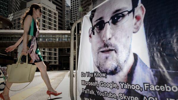 Cựu nhân viên an ninh Mỹ Edward Snowden - Sputnik Việt Nam