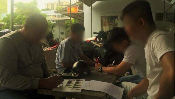 Nạn nhân đến công an nhận diện các băng nhóm cho vay nặng lãi - Sputnik Việt Nam