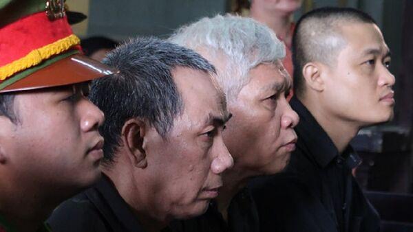 Ông trùm Phú (đầu tiên, trái) và các đồng phạm - Sputnik Việt Nam
