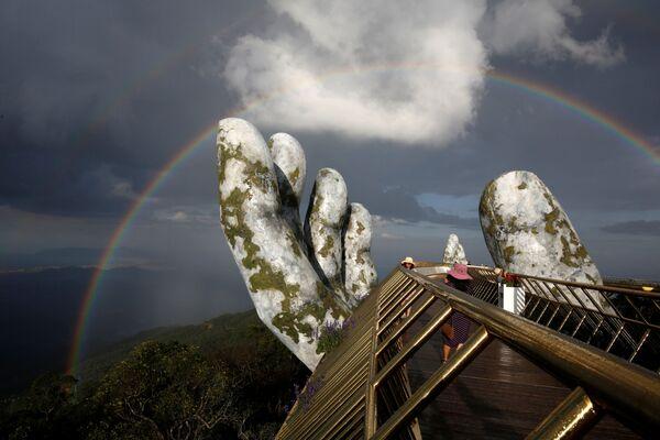Cầu Vàng dài 150m tại Đỉnh Bà Nà, Việt Nam - Sputnik Việt Nam
