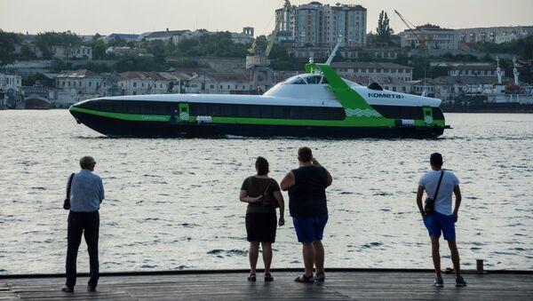 Chuyến đi đầu tiên của tàu chở khách ven biển tốc độ cao Kometa 120M giữa Sevastopol và Yalta - Sputnik Việt Nam