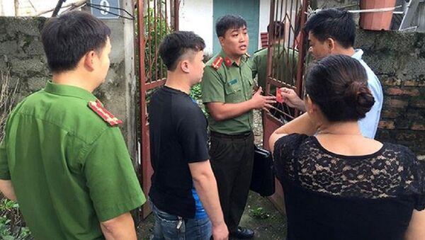 Khám nhà Phó Hiệu trưởng trong vụ gian lận điểm thi ở Hoà Bình - Sputnik Việt Nam