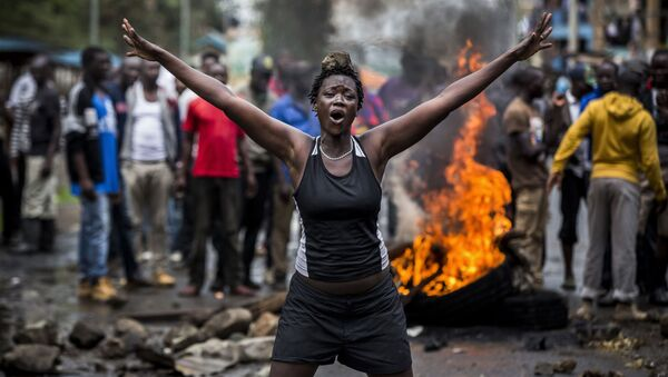 Ảnh Tình trạng bạo lực ở Kenya sau cuộc bầu cử của nhiếp ảnh gia người Tây Ban Nha Luis Tato, đã giành vị trí đầu tiên trong hạng mục Loạt ảnh tin tức chính của cuộc thi mang tên Andrei Stenin - Sputnik Việt Nam