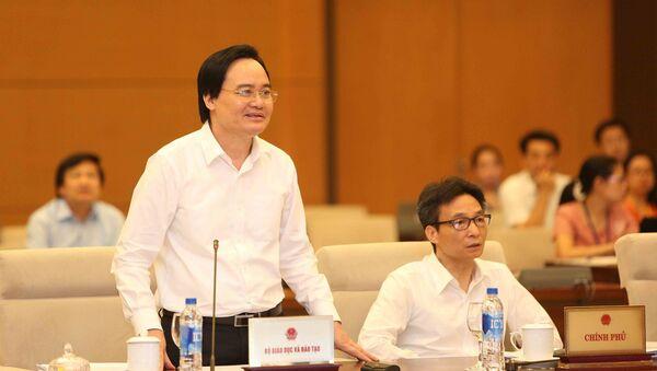 Bộ trưởng Bộ Giáo dục và Đào tạo Phùng Xuân Nhạ phát biểu tiếp thu ý kiến. - Sputnik Việt Nam