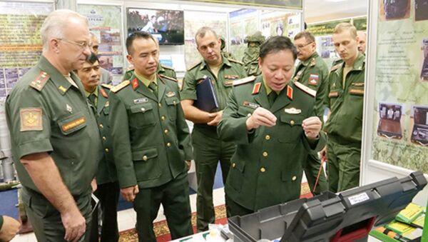 Thiếu tướng Phan Đức Dũng cùng nhóm sĩ quan đã đến thăm Học viện đảm bảo vật chất-kỹ thuật quân sự (MTO) mang tên tướng A.V. Khrulev - Sputnik Việt Nam