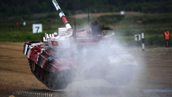 Xe tăng của đội Kyrgystan tại cuộc thi quốc tế Tank Biathlon-2018 trong khuôn khổ ArMY-2018 - Sputnik Việt Nam