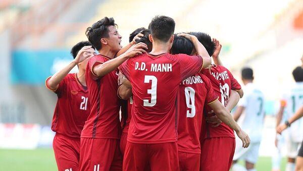 Các cầu thủ U23 Việt Nam ăn mừng sau khi Quang Hải khi ghi bàn thắng mở tỷ số. - Sputnik Việt Nam