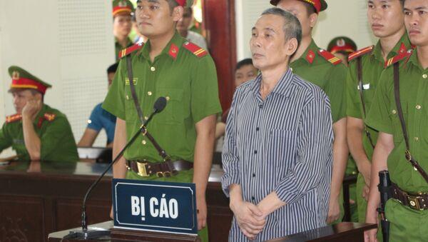 Bị cáo Lê Đình Lượng nghe bản án luận tội tại phiên tòa. - Sputnik Việt Nam