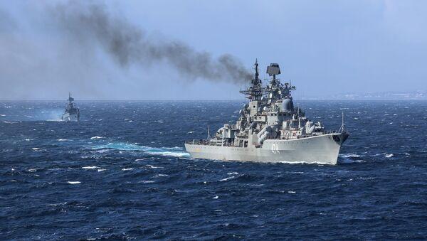Эсминец Адмирал Ушаков на военно-морских учениях Кумжа – 2018 в Баренцевом море - Sputnik Việt Nam