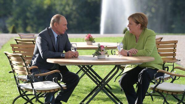 Cuộc gặp giữa Tổng thống Vladimir Putin và Thủ tướng Angela Merkel - Sputnik Việt Nam