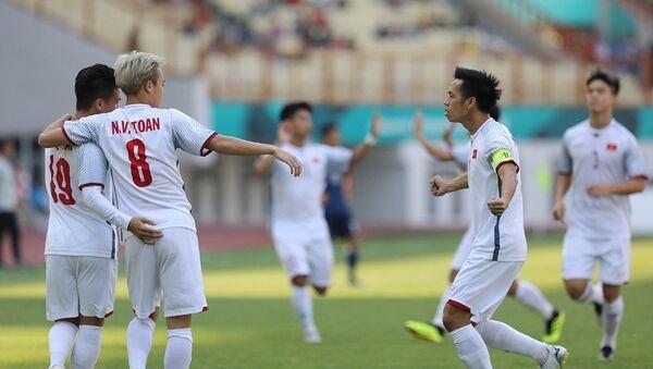 Phút thứ 2, cầu thủ Quang Hải (19) ghi bản mở tỷ số cho U23 Việt Nam. - Sputnik Việt Nam