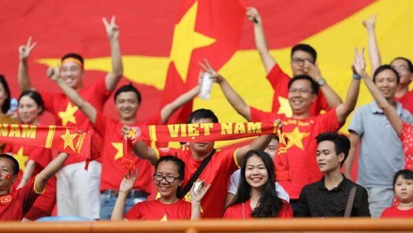 Cổ động viên ăn mừng bàn thắng của đội Olympic Việt Nam. - Sputnik Việt Nam