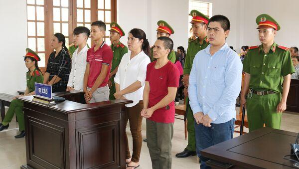 Các bị cáo tham gia vụ gây rối trật tự công cộng bị đưa ra xét xử. - Sputnik Việt Nam