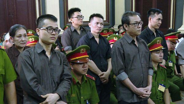 Các bị cáo nghe tuyên án tại phiên tòa. - Sputnik Việt Nam