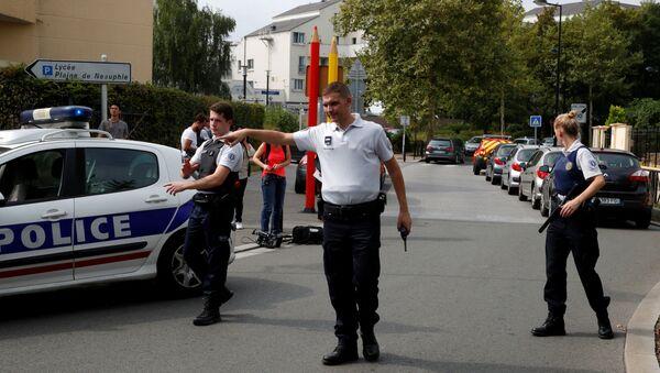 Vụ người đàn ông tấn công bằng dao tại Trappes, ngoại ô Paris - Sputnik Việt Nam