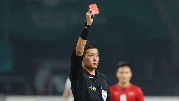 Trọng tài Trung Quốc rút thẻ đỏ trận U23 Việt Nam - U23 Bahrain - Sputnik Việt Nam