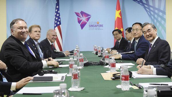 Ngoại trưởng Mỹ Mike Pompeo và người đồng cấp Trung Quốc Vương Nghị - Sputnik Việt Nam