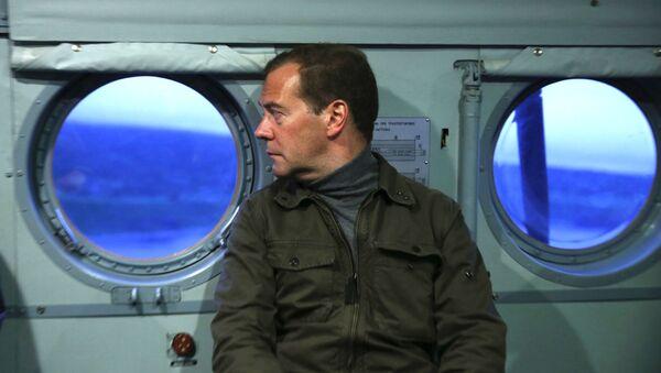 Thủ tướng Nga Dmitry Medvedev trong chuyến thăm đảo Uturup - Sputnik Việt Nam