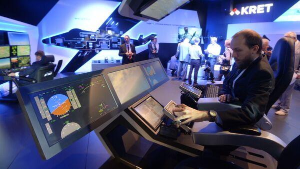 Khu vực trưng bày của hãng Các công nghệ vô tuyến điện tử vào ngày làm việc đầu tiên của Hội chợ Hàng không Vũ trụ quốc tế MAKS-2015 - Sputnik Việt Nam