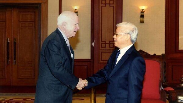 Tổng Bí thư Nguyễn Phú Trọng tiếp Thượng nghị sĩ John McCain chiều 8/8/2014, tại Trụ sở Trung ương Đảng. - Sputnik Việt Nam