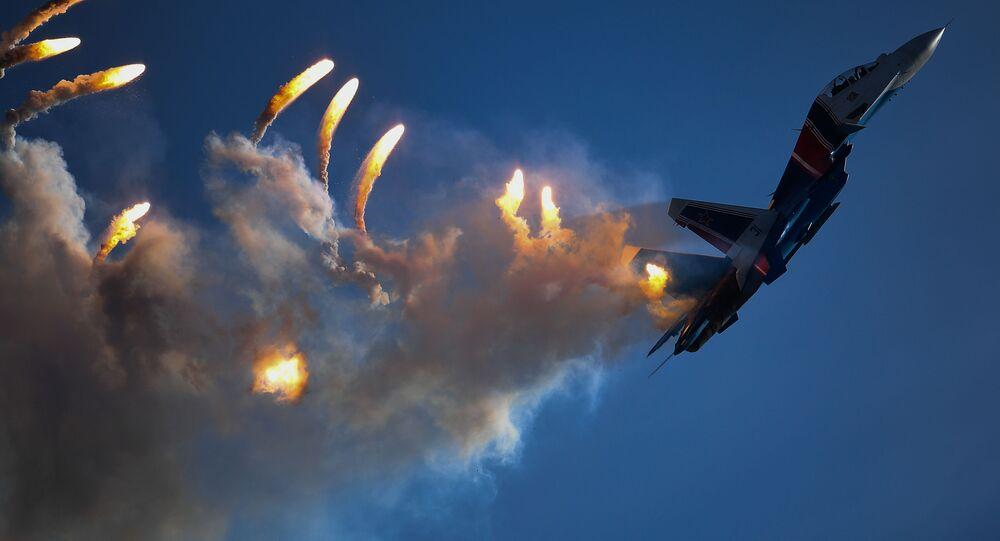 """Tiêm kích đa mục đích Su-30SM của nhóm phi công biểu diễn Hiệp sĩ Nga tại lễ bế mạc diễn đàn """"Quân đội-2018"""""""