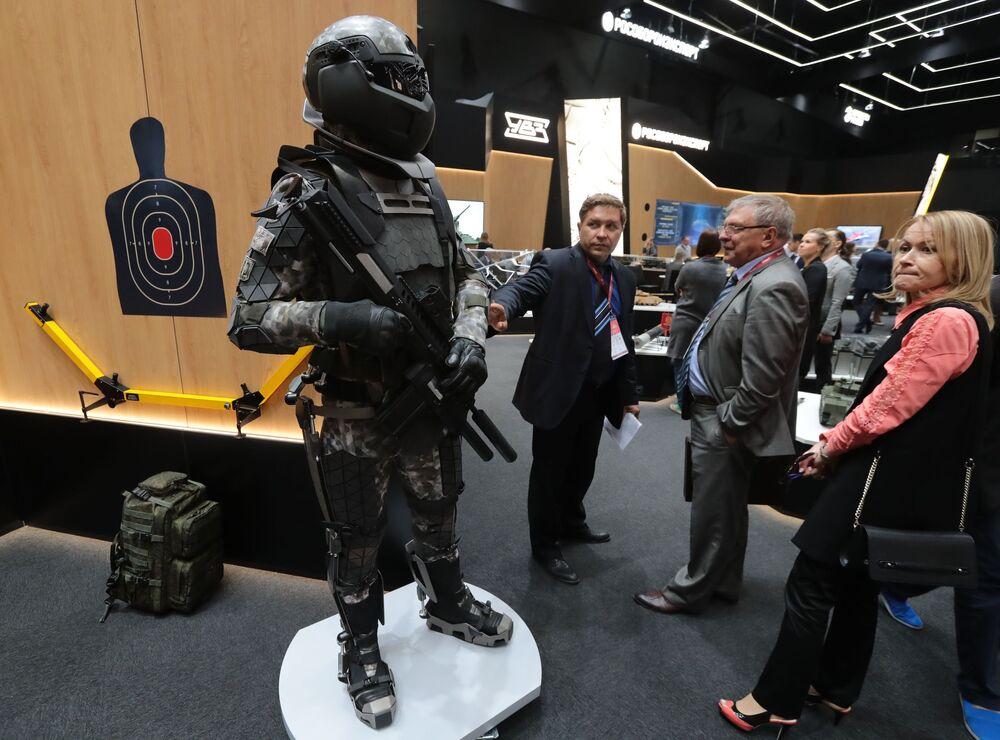 """Mẫu khái niệm về trang bị chiến đấu của người lính tương lai tại triển lãm """"Quân đội Nga-ngày mai"""" trong khuôn khổ diễn đàn kỹ thuật quân sự quốc tế lần thứ Tư """"Quân đội-2018"""""""